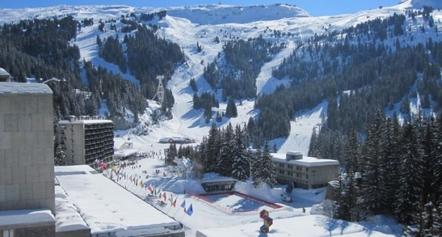 MPI and MTGY heading for Flaine and the British Schoolgirls' Races